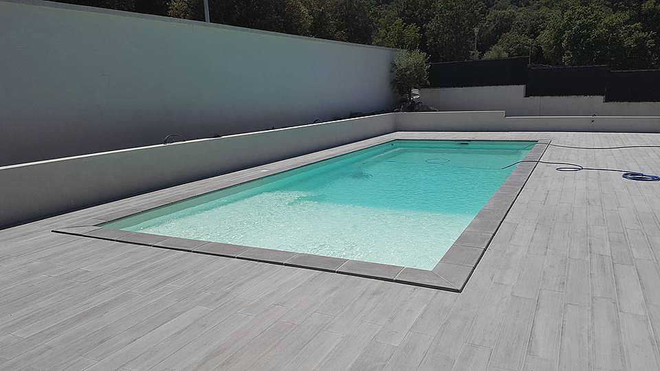 La construction piscines ginkgo paysages for Prix piscine posee